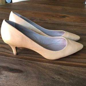 Vince Camuto nude leather kitten heel 8.5